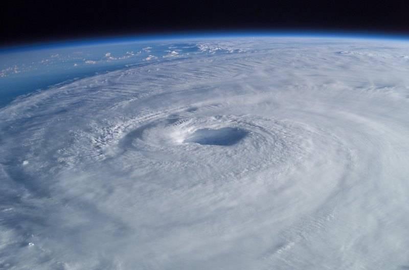 Изабель— ураган, образовавшийся вбассейне Атлантического океана