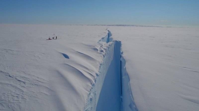 Вторая трещина ледника Брандта, обнаруженная в2016 году