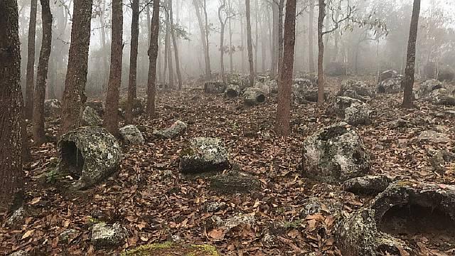 В Лаосе найдены загадочные древние каменные сосуды