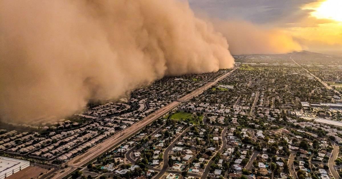 На Техас обрушилась стена песка: видео