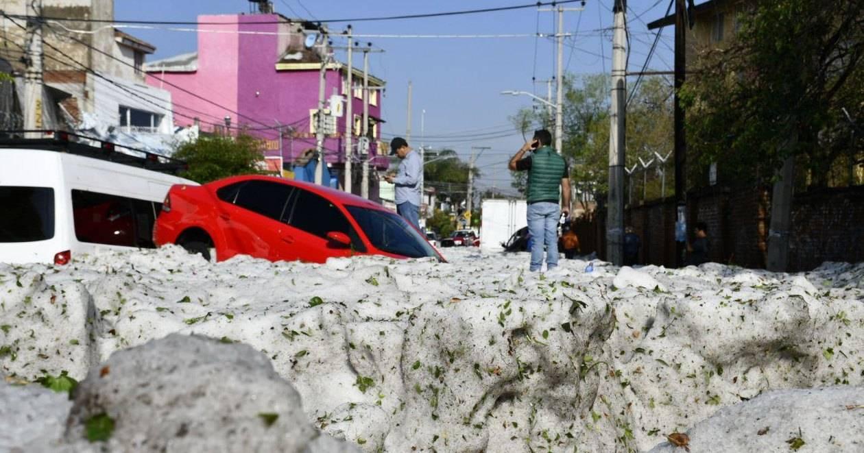 Аномальный снежный шторм обрушился на Мексику