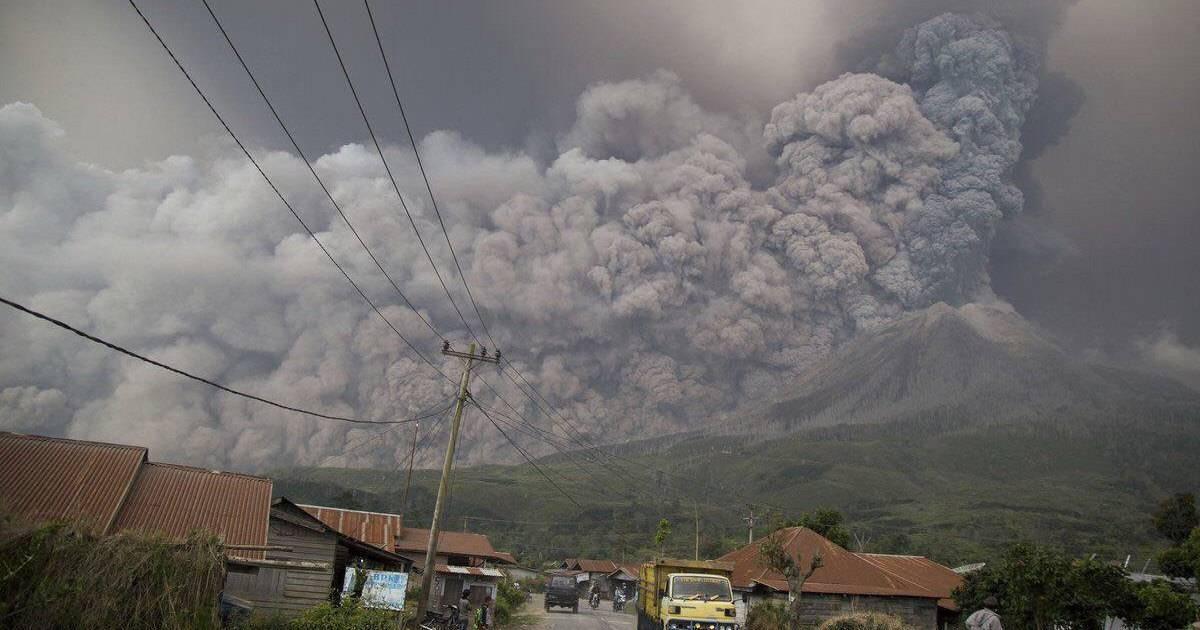 Как началось извержение вулкана Синабунг в Индонезии, июнь 2019 года