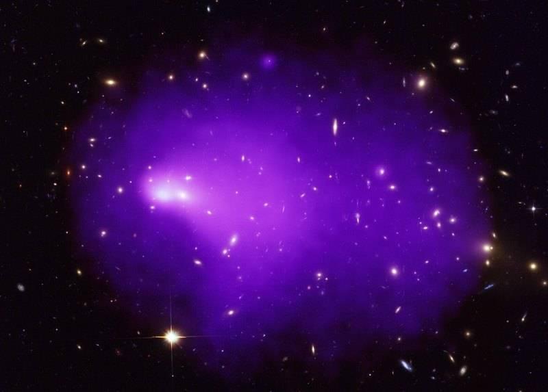 Изображение Abell 2146 – столкновение двух галактических кластеров. Составлено изданных