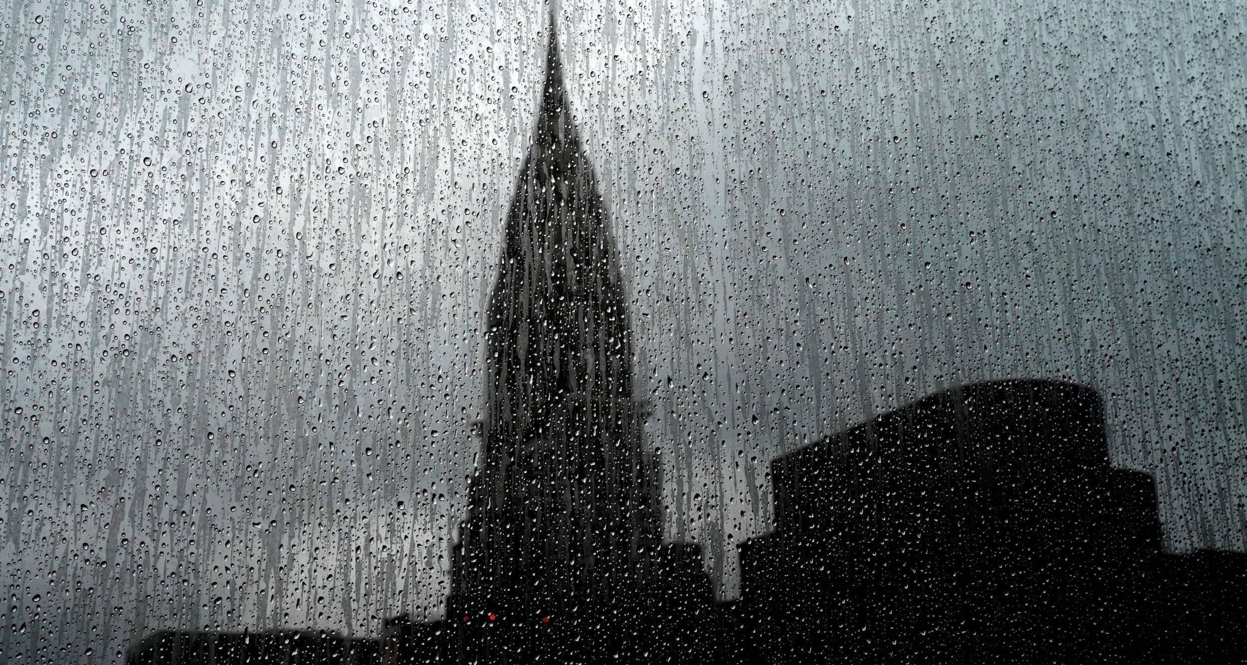 В Нью-Йорке затопило улицы и метрополитен
