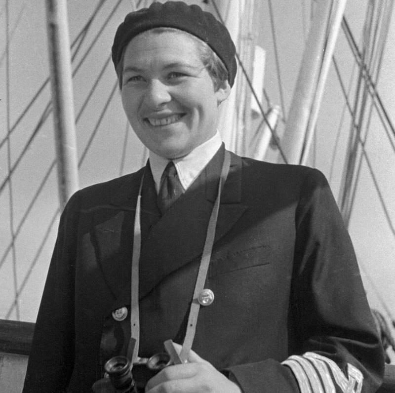 Первая женщина капитан дальнего следования
