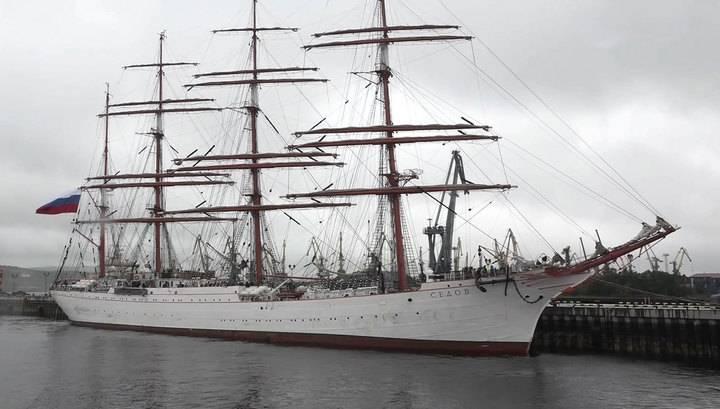"""Легендарный барк """"Седов"""" зашел в Мурманск, преодолев 7-балльный шторм"""