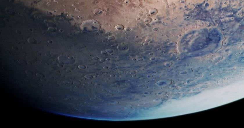 ESA поделилось новым удивительным изображением Красной планеты